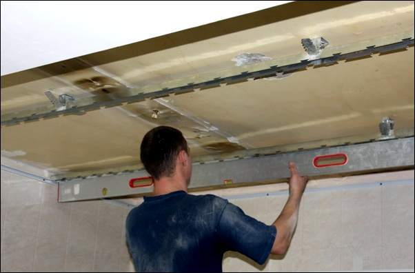 Подвесной потолок для ванной своими руками