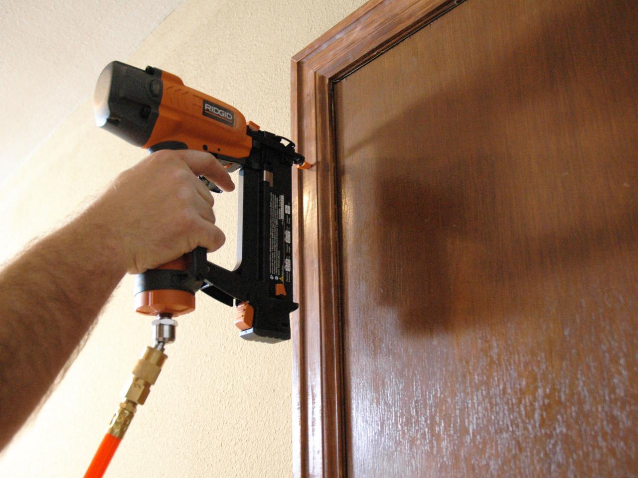 Как сделать обналичку на двери своими руками